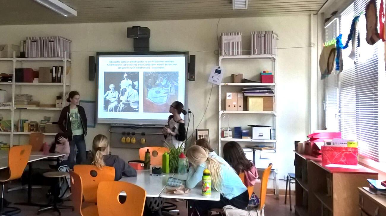 Computer und Whiteboard: Moderner Unterricht an der Charlotte Salomon Grundschule in Berlin Kreuzberg