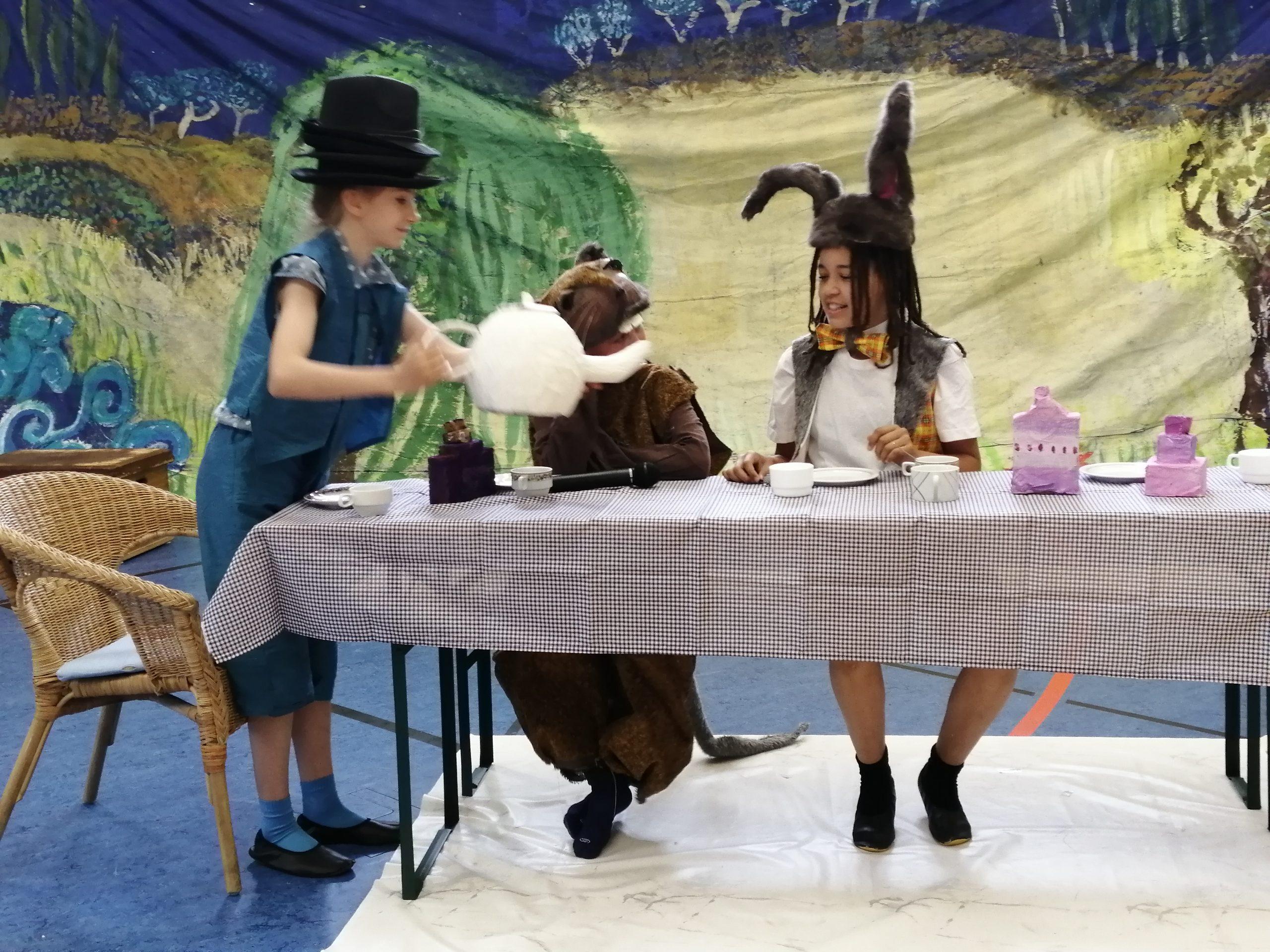AG Englisches Theater: Alice in Wonderland